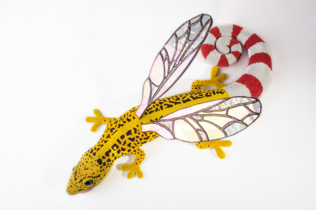 Leopoldo, the hybrid gecko. Post-use material, air hardening clay and glass beads.